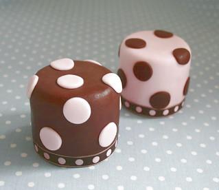 Mini cakes & dots
