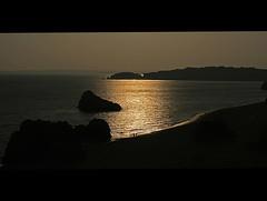 Serenidade (Marco Bento) Tags: sunset sun beach portugal canon gold canon350d algarve praiadarocha serenidade