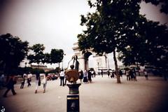 (Nohition) Tags: travel paris canon ledefrance 1020mm 2010 larcdetriomphe champslyses 400d nohition