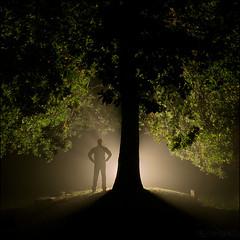 Una noche en La Tierra... (ewhe...) Tags: tree fog night canon arbol noche galicia 5d niebla mii carballo roble brtema squarish strobist ewhe
