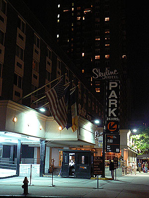 hôtel Skyline de nuit.jpg