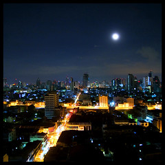 warm bangkok nights (DocTony Photography) Tags: travel building night river thailand hotel bravo asia nightscape searchthebest bangkok handheld chaoprayariver peopleschoice canon30d outstandingshots 1755is anawesomeshot superaplus aplusphoto superbmasterpiece doctony bungoballakeepsmiling takecarexxx