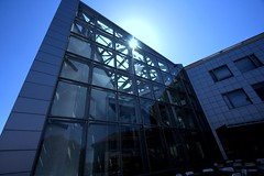 Glass Building (JasperYue) Tags: california blue sunlight building glass architecture campus hp university exterior engineering stanford 1022 electricalengineering