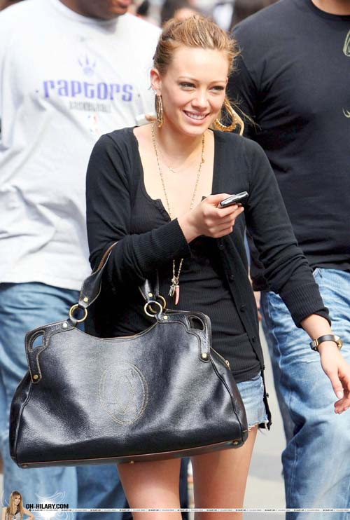 hilary-duff-mike-comrie-nyhands-03