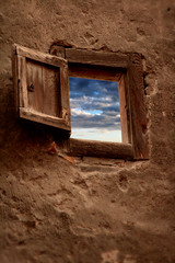Ventana - Window - Vic Catalunya (catirebcn) Tags: wood old sky cloud brown window ventana madera cloudy earthy cielo nublado marron viejo cy antiguo nube tierra challengeyouwinner superaplus aplusphoto ltytr2 ltytr1 a3b coolestphotographers tonostierra