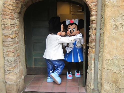 帰っていくミッキーとミニー