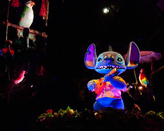 Rhapsody in Blue (Peter E. Lee) Tags: blue japan stitch song alien disney jp chiba hawaiian hawaiianshirt ukelele 2010 enchantedtikiroom tdr tokyodisneyresort tokyodisneylandresort audioanimatronic tikibirds tokyodisneylandpark disneyphotochallenge alohaekomomai tdlr