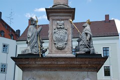 Statue middle (wunnspeed) Tags: germany bayern deutschland bavaria parents freising