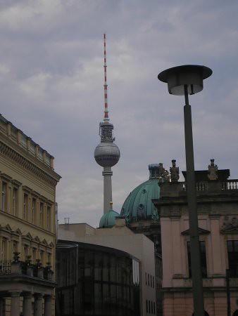 Esto es Berlin: la torre de Alexanderplatz y monumentos. En la foto, el Dom