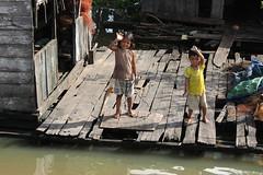 Hellooo!!! (spotter_nl) Tags: travel hot kids river children cambodia khmer floating houseboat waving sangker