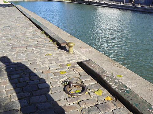 Ombre au bord du Canal Saint-Martin.jpg