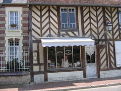 Beuvron 79 (sylviedjinn 14) Tags: 14 boutique normandie paysdauge calvados halftimbered fachwerk colombages fachwerkhaus fachwerkhuser beuvronenauge pansdebois plusbeauvillagedefrance