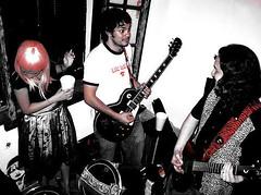 daggerkopke (Jos de la O) Tags: sunglasses rock religion fiestas parties roll bien patin bionico roqueras