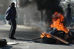 these are my last pics that i upload to flickr... (antitezo) Tags: santiago fire riot police 2007 photojornalism riotporn sincara youngcombatant laborradelcafe