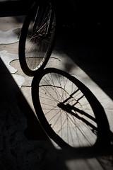 Rayos (Corelliano) Tags: light luz bike contraluz floor bicicleta rays bicicle rayos piso digitalcameraclub