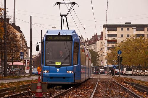 Hier geht's nicht weiter: Wagen 2219 vor der Schutzhalttafel auf der Strecke nach Grünwald