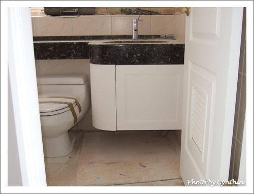 主臥浴室洗手台下櫃