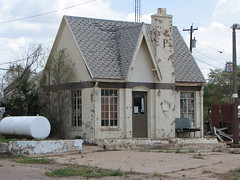 IMG_0947 (old.curmudgeon) Tags: building texas gasstation servicestation phillips66 fillingstation 5050cy