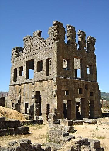 Torre de Centum Cellas - foto de ([http://terrasdeportugal.wikidot.com/vitor-oliveira Portuguese_eyes])