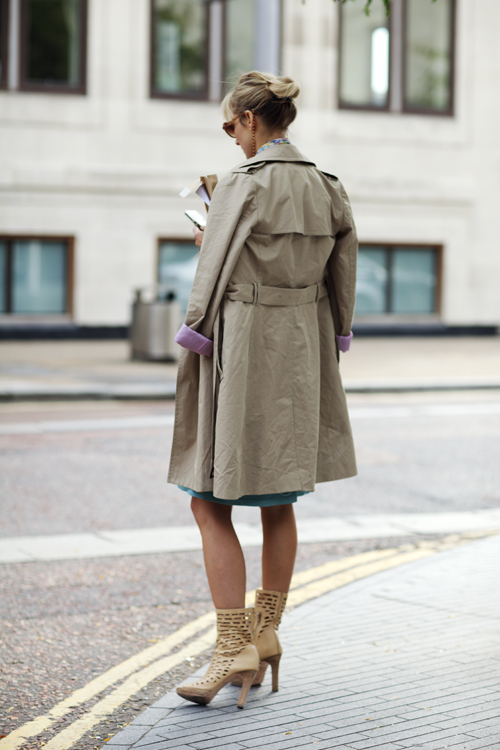 trench & bun +shoulder coat