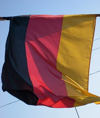 (giveawayboy) Tags: red black rot germany deutschland gold flag saintpetersburg schwarz deutsch alles ber germanrestaurant uberalles bundesflagge staatsflagge 061407 diestaatsflagge diebundesflagge