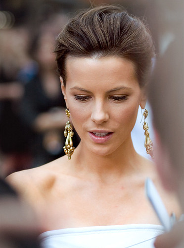 Kate Beckinsale meeting fans