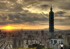 Taipei101夕照 (Sherwin_andante) Tags: taipei taipei101 hdr 2007 象山 e510 25faves 200708 20070826