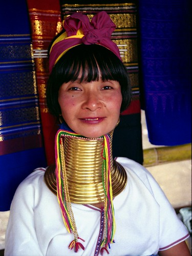 the padaung custom The long neck padaung tribe due to their custom of lengthening the neck many padaung women have become refugees in thailand.