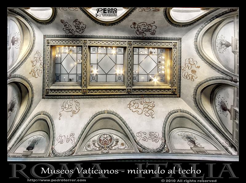Roma - Museos Vaticanos - Mirando al techo