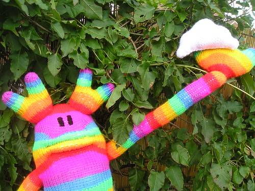 RaiNBoW aND HiS KNiTTeD CLouD!!