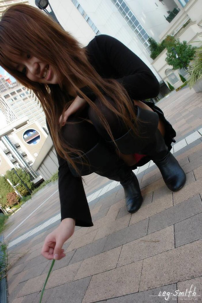 短裙丝袜美女街头走光[12P]