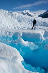 Montaas y glaciar (el pequeo ojo) Tags: patagonia ice argentina glacier peritomoreno glaciar hielo calafate