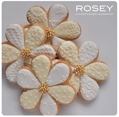 Lacy pattern flower cookies (rosey sugar) Tags: flowers wedding party flower cookie lace weddingcake decoration royal sugar celebration icing piping petit royalicing sugarcraft decorativecookie