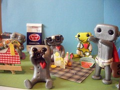 picnic robots1 (Sleepy Robot 13) Tags: park camera food outside picnic picturetaking polymerclayurbanvinylsleepyrobot13etsysilvercraftcraftscraftingsculptingsculpturefigurinearthandmadecraftshowcutekawaiirobots