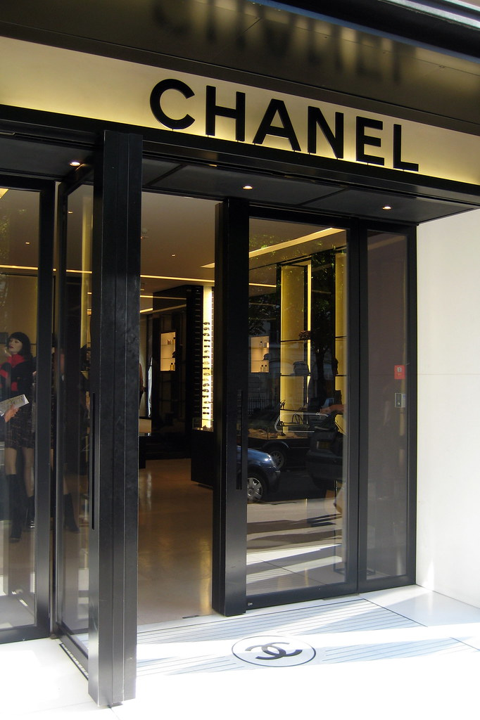 Paris - Avenue Montaigne: Chanel