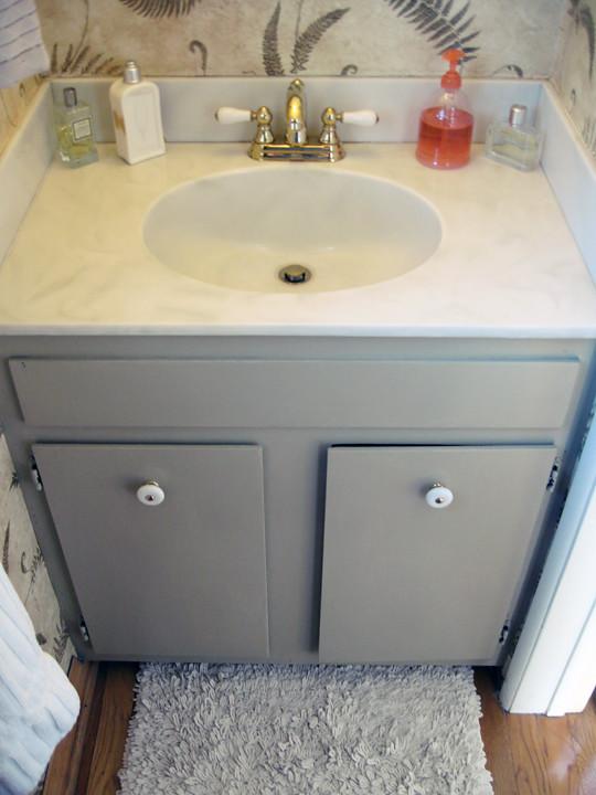 guest bathroom+fern wallpaper+before -3