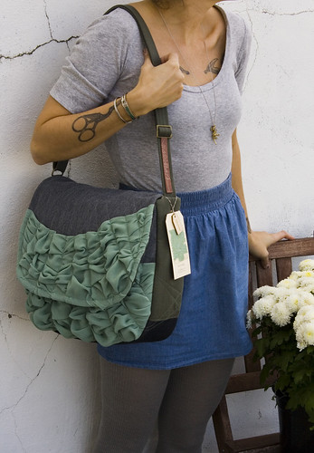 a medium sized tough ruffles shoulder bag in grey with aqua