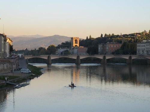 Vistas del puente de la Santa Trinita desde el puente Vecchio