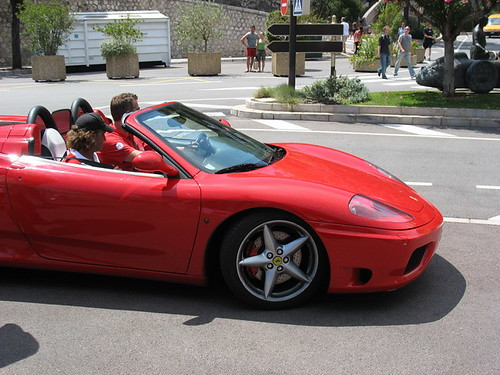 Ferrari (45€ o 90€ por conducir por el circuito de F1 segun modelo) by Alberto Perdomo.