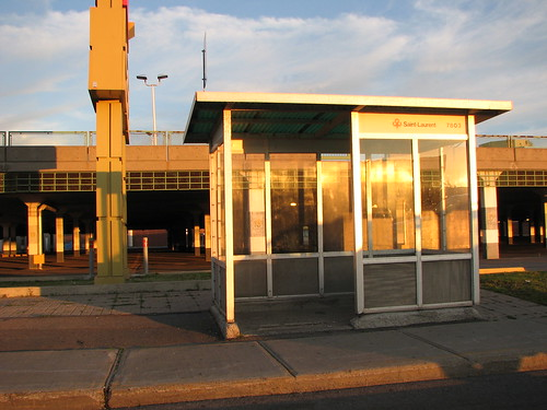 Bus stop, Ville Saint-Laurent