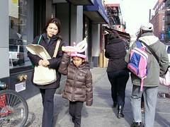 BalloonGirl (Street Witness) Tags: street nyc chinatown child balloon samsung pedestrian passerby nv7