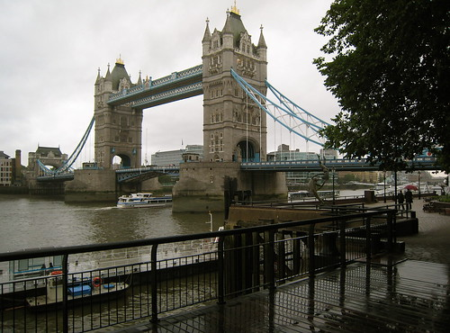 The almost mandatory picture of Tower Bridge in London, under the rain