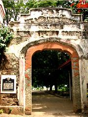 plaza cuartel arch