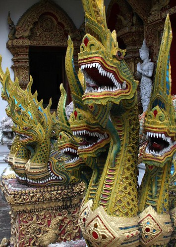 Wat Bupparam dragons