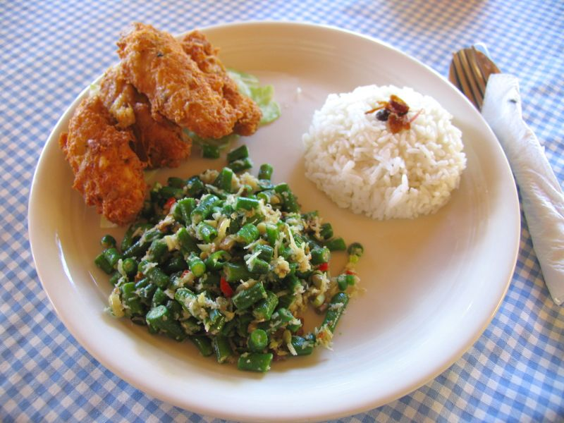 Coconut barracuda and jukut urab at Warung Makan