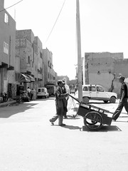 errachidia street (  digs  ) Tags: africa street man high morocco valley maroc atlas wheelbarrow marrocos errachidia