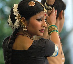 Dança Indiana (Ísis Martins) Tags: berlin neukölln indiandance strassenfest dançaindiana festaderua 48stundenneukölln indischertanz