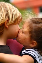 amor inocente (briveira) Tags: love children kiss child amor nia nio beso inocencia inocence briveiracom