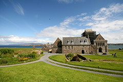 Iona Abbey (bicameral) Tags: blue sea sky abbey st canon scotland pigeon sigma stop iona mull 1020 30d columba