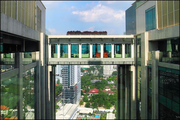 GTower Hotel bridge-bar